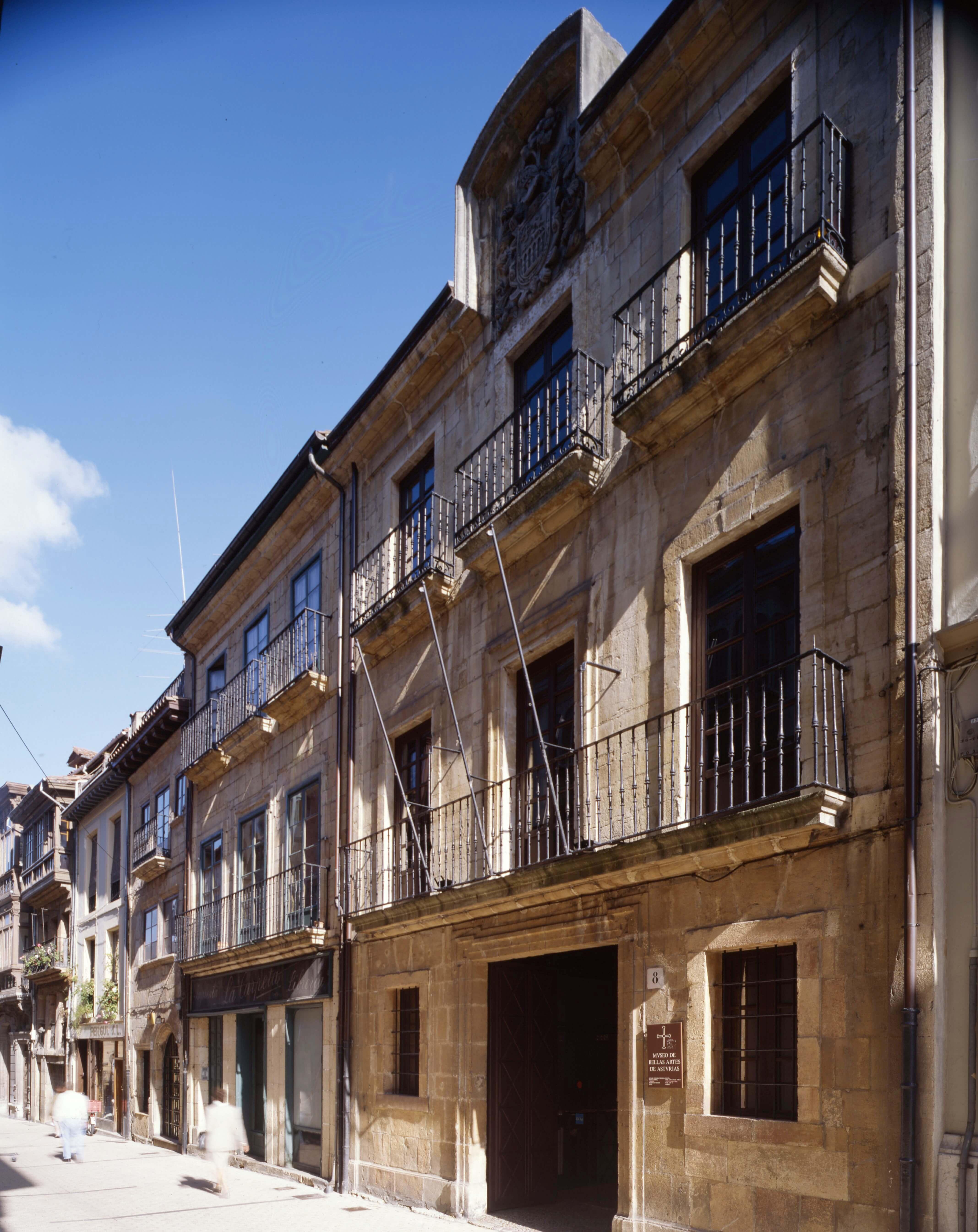 Casa de Oviedo-Portal, fachada