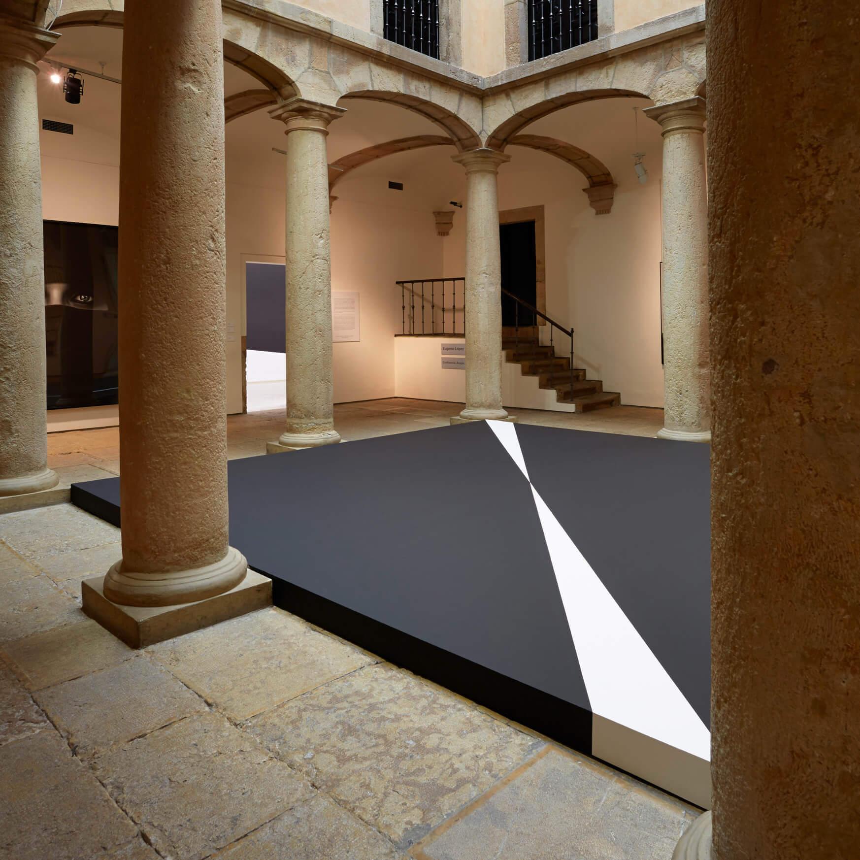 Vista de Confluencia en el patio del Palacio de Velarde