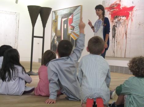 Niños y niñas durante una actividad en la Ampliación