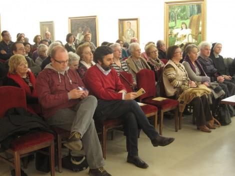 Público durante una conferencia en el Museo
