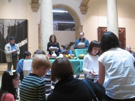 Familias participando en una actividad en el Museo.