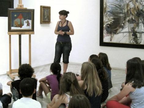 Niños y niñas en un taller del Museo