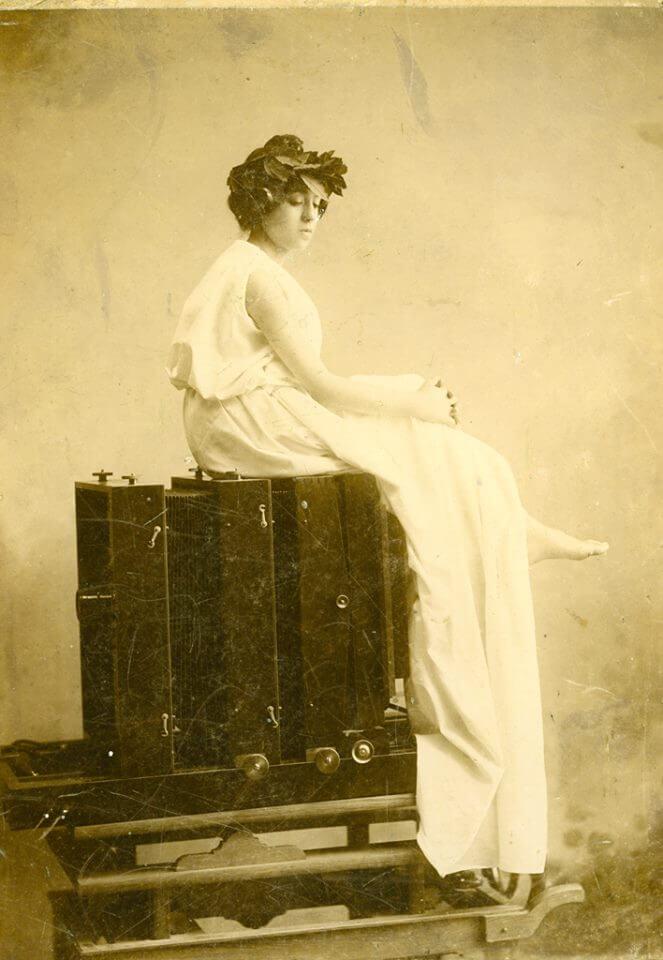 Alegoría de la fotografía, 1903, de Julio Peinado