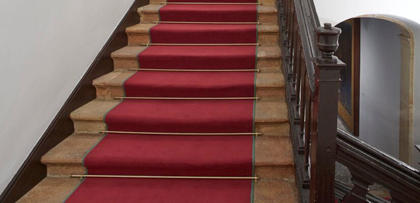 Obras en lugares de paso (II): la escalera de la Casa de Oviedo-Portal