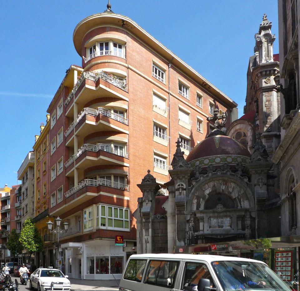 1952 — en Melquiades Álvarez 10, Oviedo