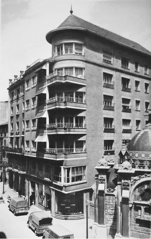 Juan Vallaure, Edificio de viviendas en Melquíades Álvarez, 10, Oviedo, 1952.