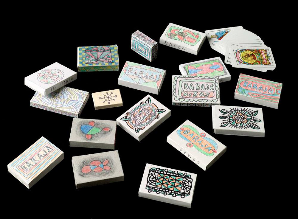 Donación | Cajas de barajas decoradas por Aurelio Suárez | Fotografía: Marcos Morilla