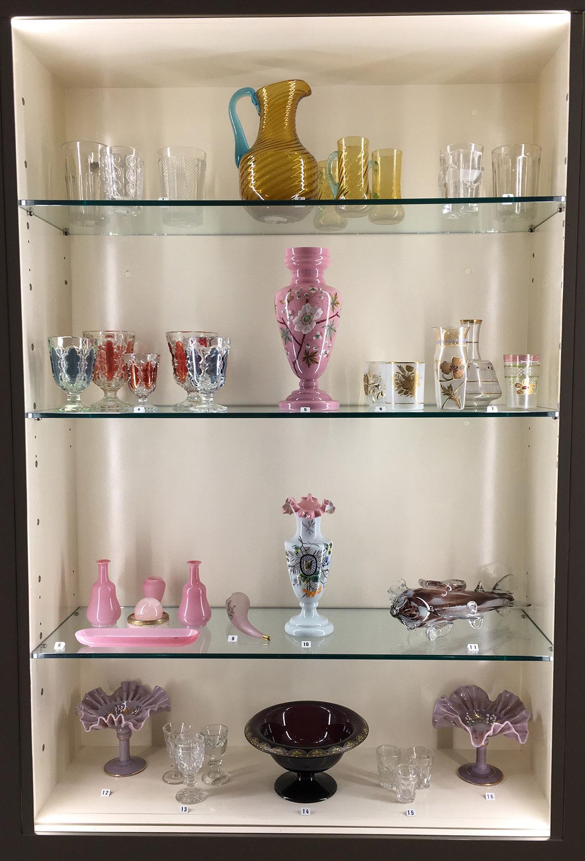 Donación por parte de la familia Vinck con más de un centenar de piezas de vidrio confeccionadas en la fábrica gijonesa de La Industria.